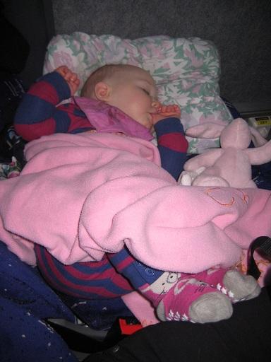 Sovstund på bussen, klockan är 10.00... Underbara rutiner!
