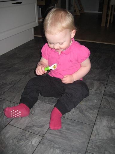 Här har vi lite paus i bakandet och äter passionsfrukt. Mums!