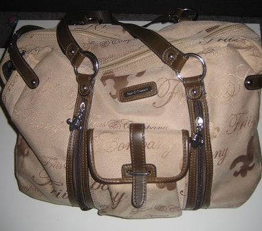 Min handväska kommer från Friis & Company och rymmer en hel del!