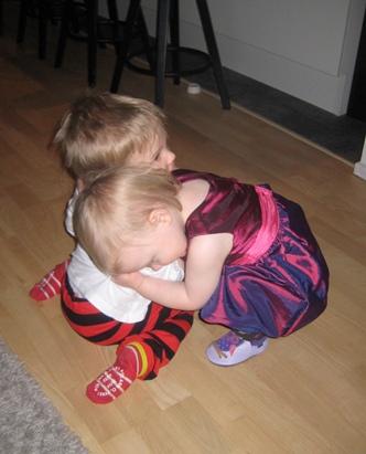 Och lite kramar på golvet!