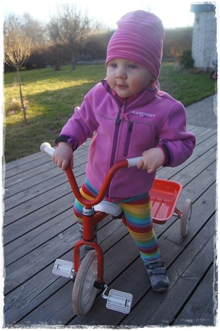 Elise på sin nya fina cykel.